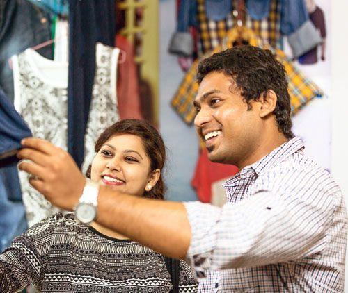14 Pereka India yang Mentakrifkan semula Pakaian Lelaki & Hubungan Kita Dengan Fesyen Sepanjang Dekad